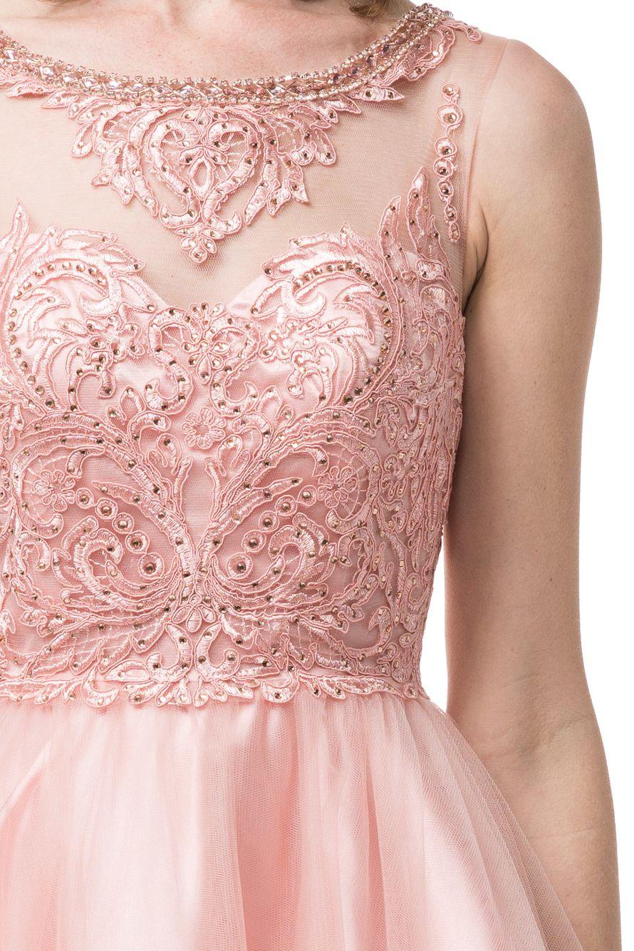 Пышное платье с красивым корсажем из мягкого кружева