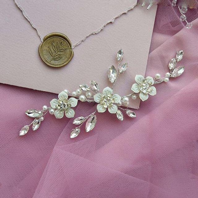 Свадебная веточка с цветочками в волосы 1300 руб. - фото 17549066 Екатерина Захарова - украшения для волос