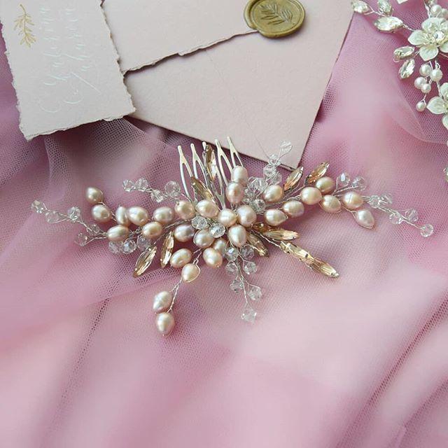 Свадебный гребень в пудровом оттенке из натурального жемчуга 2100 руб. - фото 17549074 Екатерина Захарова - украшения для волос