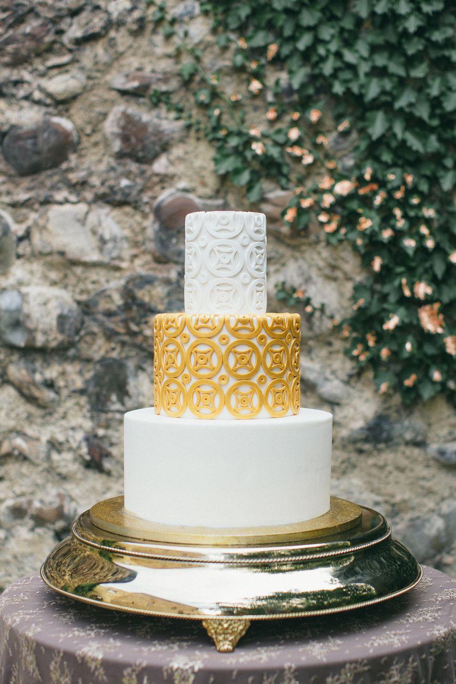 Стильный свадебный торт, для грузинской свадебной церемонии. - фото 17640764 Кондитерская Cake&Cake