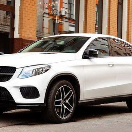 300 Внедорожник Mercedes GLE 2019 белый в аренду