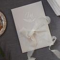Свадебный сезон мы открываем приглашениями на венчание в Казанском Кафедральном соборе для Полины и Димы. Мы уверены, что этот комплект никого не оставит равнодушным и задаст тренд на создание таких же лаконичных приглашений для наших будущих молодоженов.