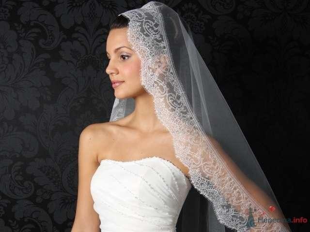 Волосы невесты покрывает лёгкая белая фата с широким кружевным краем - фото 71865 Incognito