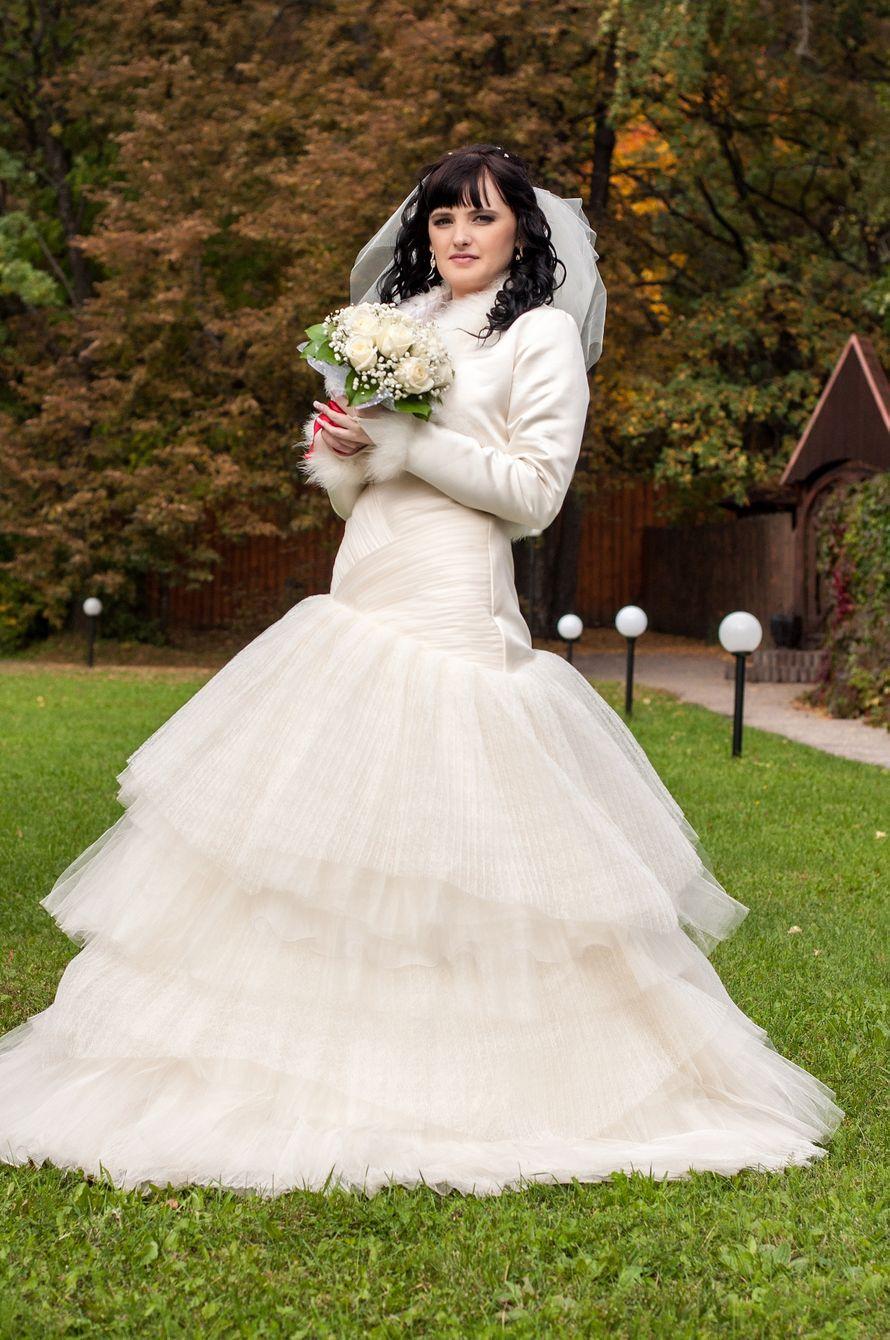 Невеста в платье с многоярусной юбкой и корсетом с драпировкой крест-накрест - фото 2991959 Наталья Богородская, фотограф