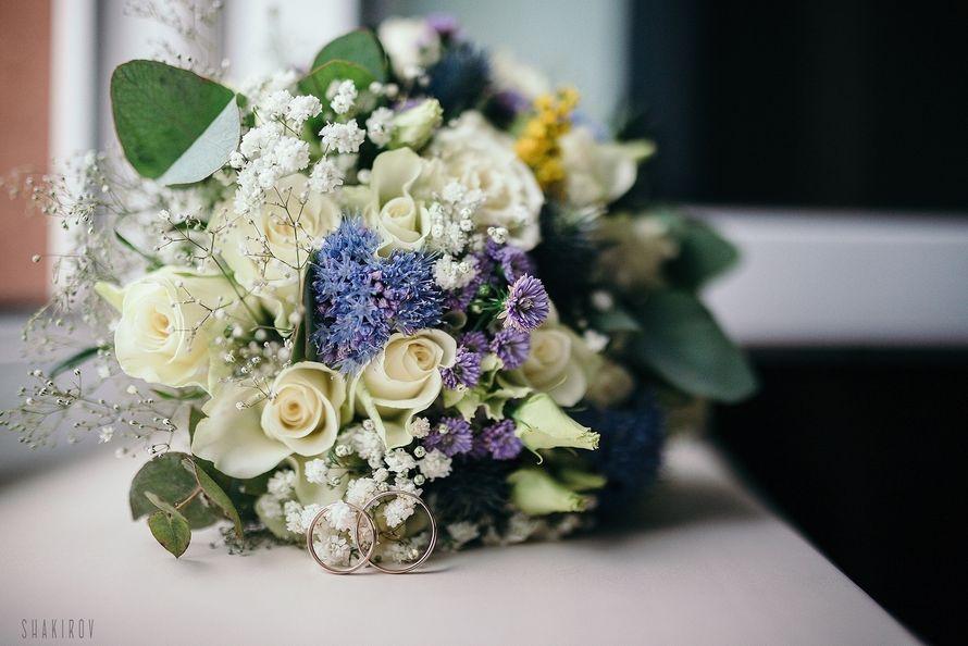 Сине-белый букет невесты