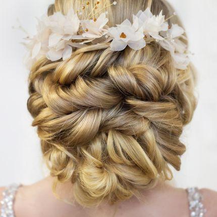 Причёска для мамы и подружек невесты
