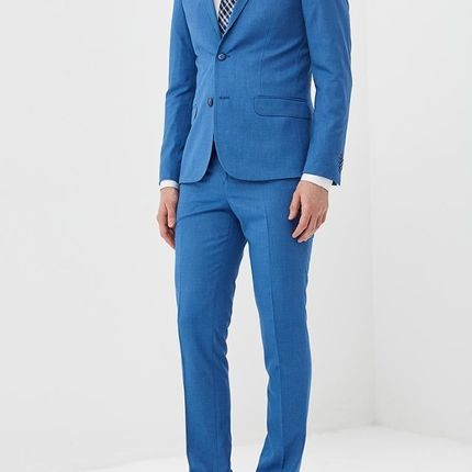 Мужской костюм голубой