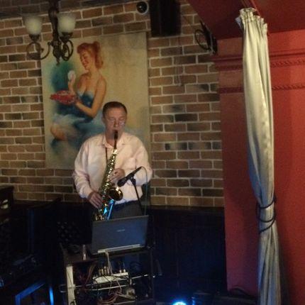 Выступление саксофониста
