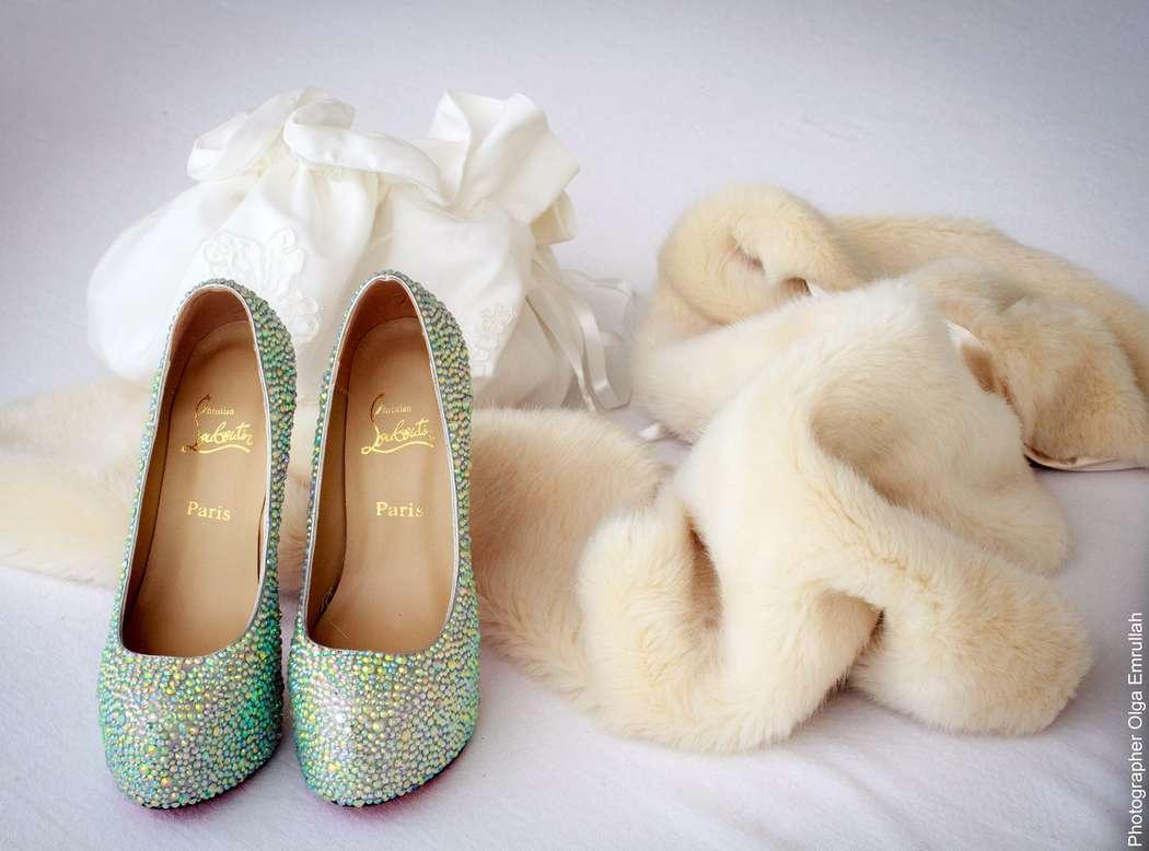 Мятные туфли на высоком каблуке украшенные камнями и стразами. - фото 790173 Olga Alexandrovna - фотограф