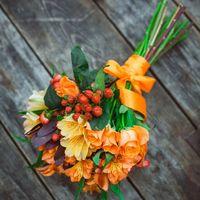 Яркий оранжевый букет невесты