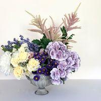 Большая композиция из искусственных цветов
