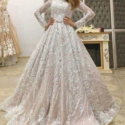 Сверкающее платье цвета капучино