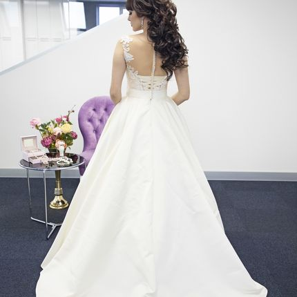 Платье А-силуэта со шлейфом