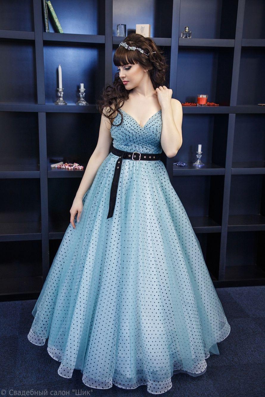Вечернее платье в горошек мятного цвета
