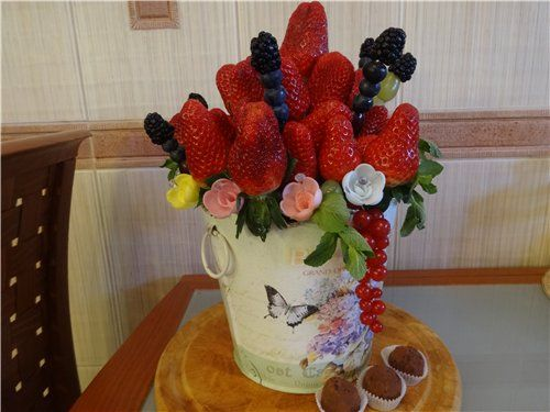 """Фруктовый букет(клубника,ежевика,черника,малина виноград) - фото 2682881 Кондитеры """"Шоколадная радуга"""""""