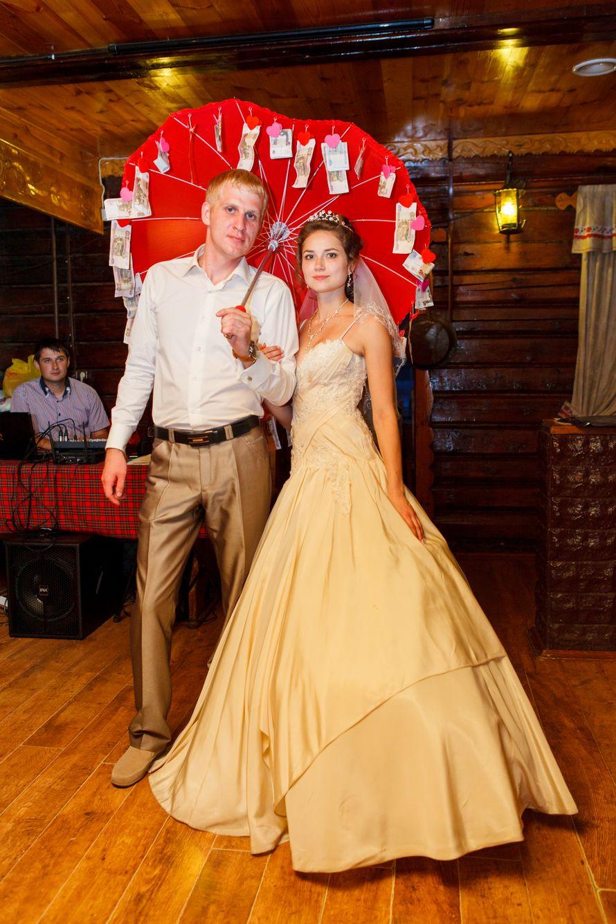 поздравление на свадьбу с помощью зонта можно попробовать еще