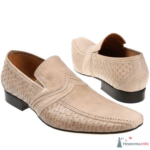 Бежевые модельные кожаные  мужские туфли с тесненным рисунком и черными каблуками  - фото 76082 Kwinto-shoes - cвадебная обувь