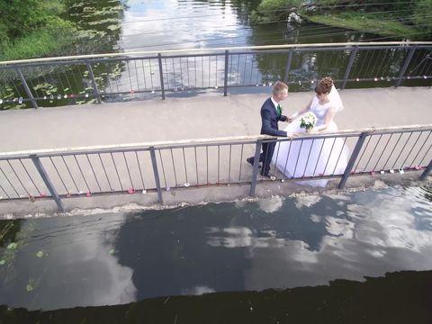 прогулка по мосту. маленький фрагмент свадебного видео!