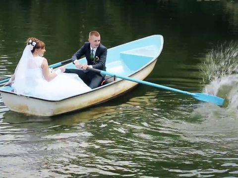 свадебная прогулка на лодке