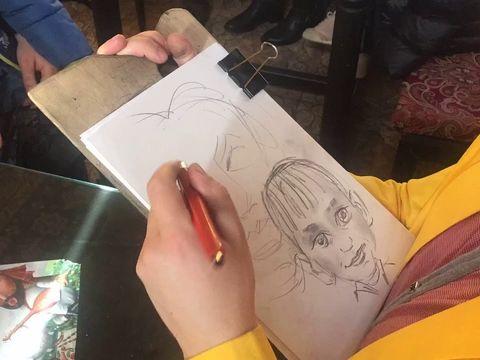 Процесс рисования шаржа в ускоренном виде